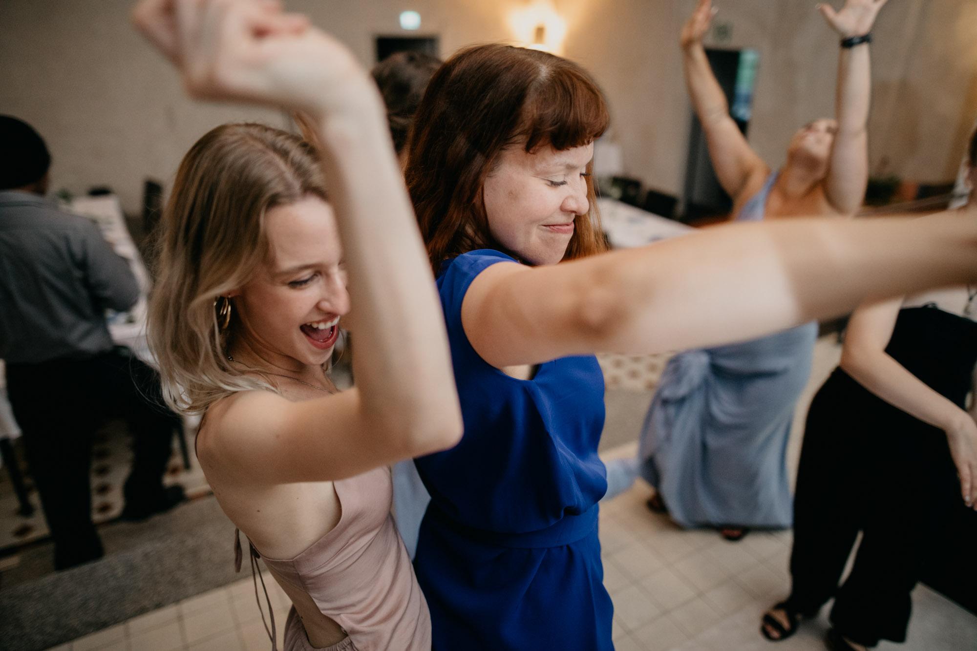 Häävieraat tanssivat